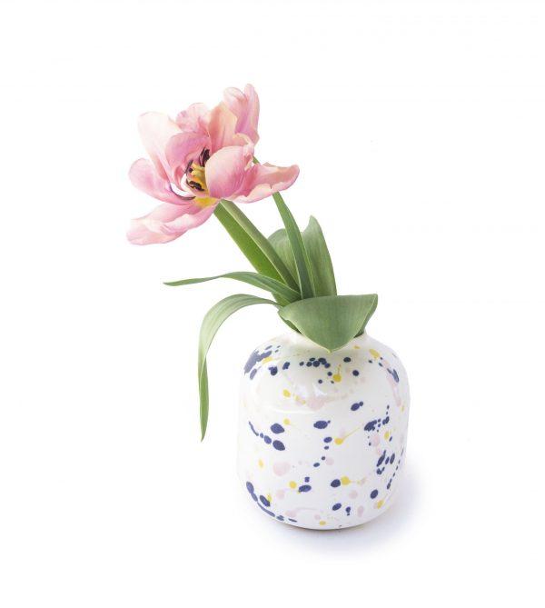 Ceramiczny mały wazonik w kolorowe chlapki, ręcznie malowany, emwustudio