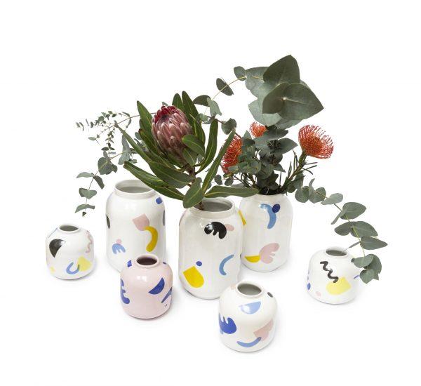Ceramiczne wazony z kolekcji JOY, w kolorowe graficzne wzory, projekt emwustudio