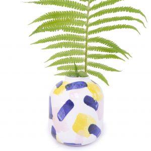 Ceramiczny mały wazonik w kolorowe wzory, ręcznie malowany, emwustudio