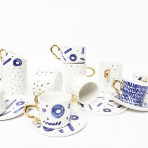 Ceramiczne filiżanki zdobione złotem, ręcznie robione, w kolorach kobaltowym i złotym