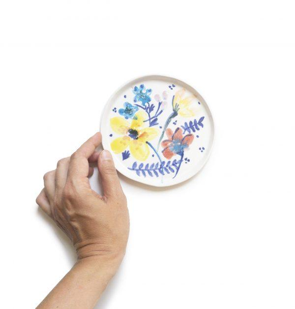 Ceramiczny talerzyk w kolorowe kwiaty, ręcznie malowany